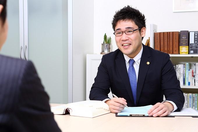 山村弁護士